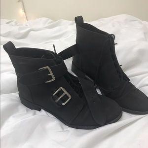 H&M Shoes - H&M Divided black boots