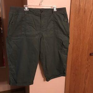 Sonoma Pants - Olive green capris