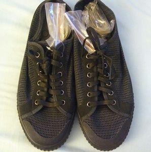 Tretorn Shoes - Tretorn Black Mesh Tournament. Sz 9