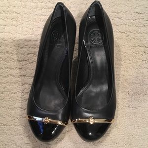 NWOT Tory burch black wedges size 5