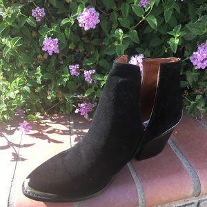 SHOEROOM21 boutique Shoes - Ladies pointed steel toe cowboys booties. Black