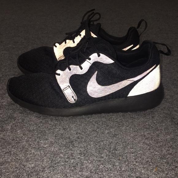 Quizás Usando una computadora crisis  Nike Shoes   Reflective Nike Roshes All Black   Poshmark