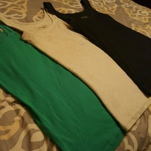 3-pack of basic tank tops! Great condition!