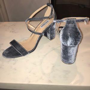 Steve Madden Shoes - 💫🆕 Steve Madden Velvet Sandal Heels💫