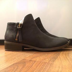 Fergalicious Shoes - NWOT Fergalicious by Fergie black zipper booties