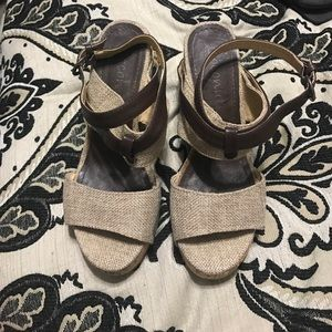coconuts Shoes - Size 7 sandals tan and brown
