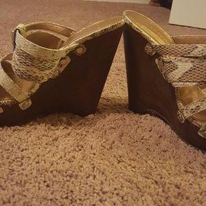 Shoes - Ladies BCBG wedge shoes sz8