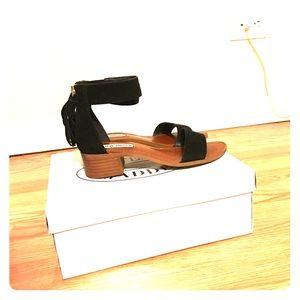 Steve Madden black sandals. Size 6.