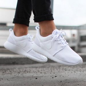 Nike Shoes - NWT Nike roshe triple white