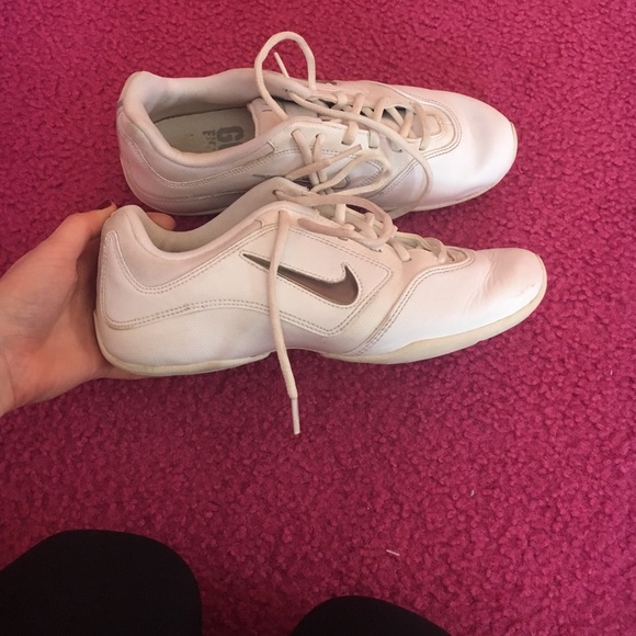afe2ed1190e9e7 Nike sideline 3 insert cheer shoes. M 58cacf79f0137de5d900dcf7