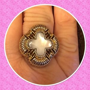 Jewelry - 8.75ct Mother of pearl ring