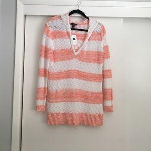 GAP Sweaters - Pullover sweater w/ hood