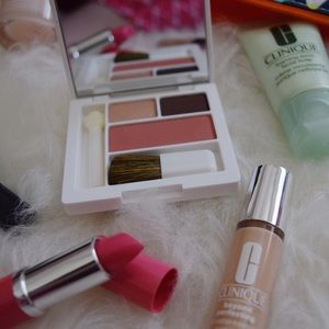Clinique Other - Clinique eyeshadow and blush palette with brush