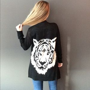 Sweaters - Tiger face black and white long cardigan