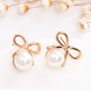 WILA Jewelry - 🆕 Adorable Bow/Pearl Earrings