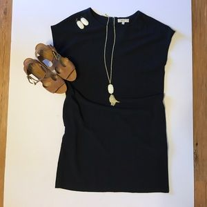Ovi Dresses & Skirts - Classy cool navy shift dress with pockets.