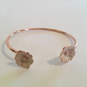 💕💕Gold Flower Petal Open Cuff