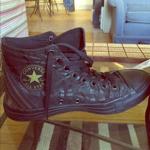 Converse Shoes - Easter sale!! 🌺💐Converse tri zip high top