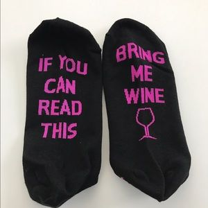 """Cute """"if you can read this bring me wine """" Socks"""