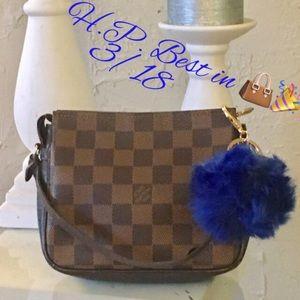 Louis Vuitton Handbags - 💯% Authentic Louis Vuitton Damier truth pouch.