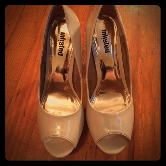 Unlisted Shoes - Unlisted nude patent peep toe heels with gold