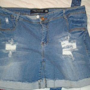C'est Ca New York Pants - Boyfriend distressed JEAN shorts As 2x