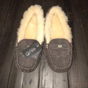 Emu Shoes - Nwt Emu Australia shearling slippers size 8