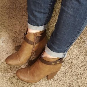 Boutique Shoes - Belted Chunky Stacked Heel Ankle Booties