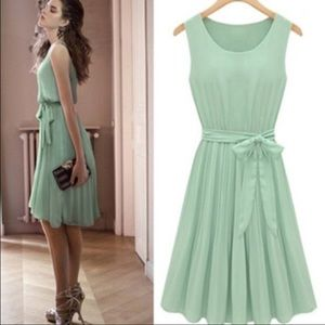 Dresses & Skirts - Mint midi dress
