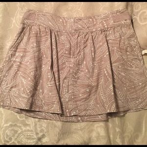 Old Navy Taupe pattern skirt. Size 8.