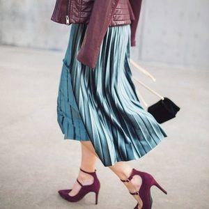 Marks & Spencer Dresses & Skirts - Like new teal pleated velvet midi skirt