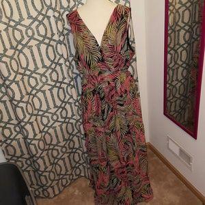 boutique Dresses & Skirts - BNWOT SEXY PALM MAXI DRESS