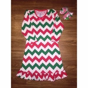 Sara's Prints Other - ❤️💚Christmas gown & bow bundle💚❤️