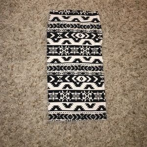 Express black and white pencil skirt