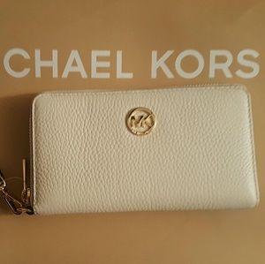 Michael Kors Handbags - NWT* Michael Kors Fulton Wallet/Wristlet *