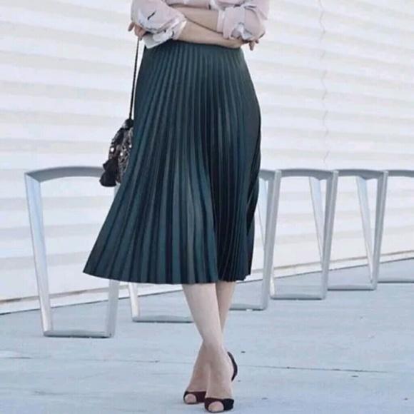 Reasonable Zara Size Small Navy Skirt Skirts Women's Clothing