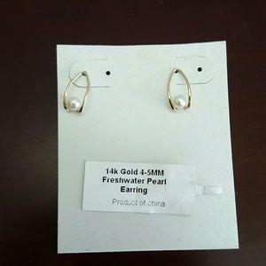 14kt gold freshwater pearl earrings
