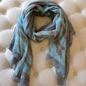 Evereve Accessories - Evereve Blue and Gray Scarf