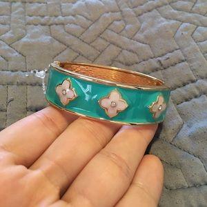 NWOT Hinged Bangle Bracelet
