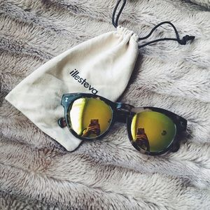Illesteva Accessories - Illesteva Gray Tortoise Leonard Sunglasses