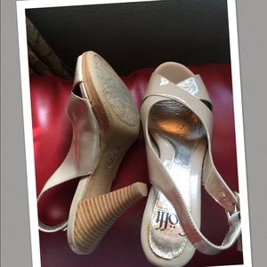 Sofft Shoes - Sofft/ Tan pumps w/wood heel 6.5 💝