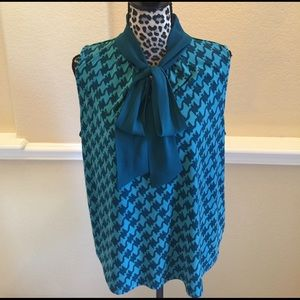 Teal green sleeveless houndstooth patterned blouse