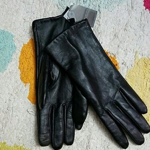 Accessories - NWT Leather gloves