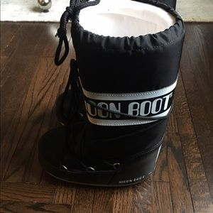 Moon Boot Shoes - Moon boots. New