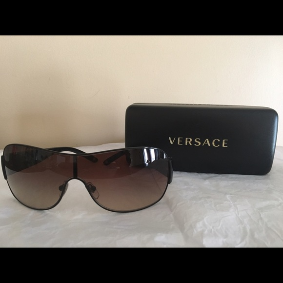 c3a8896be484 Versace Sunglasses with case (MOD 2101). M 58cc284b2fd0b752e0036cce