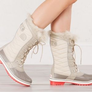 Sorel Shoes - Ivory boots - waterproof - pink soles.