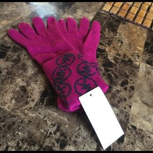 Michael Kors Accessories - MK Signature Gloves 🎉💕🎀👍🏼