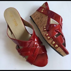 me too Shoes - Like new me too leather wedge sandals