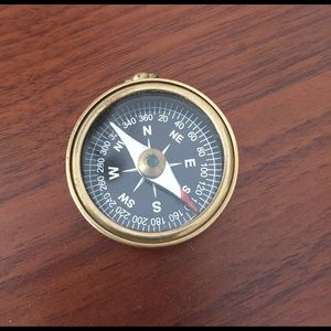 Jewelry - Gorgeous vintage style brass compass