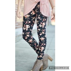 Pants - Floral Print Leggings
